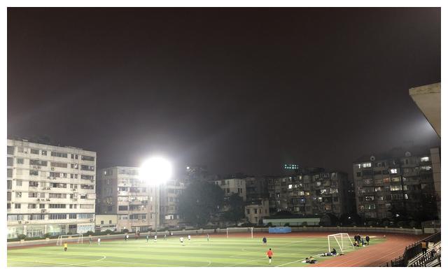 国家德比,皇马憾平巴萨!LED体育照明灯具需遵循哪些要点?
