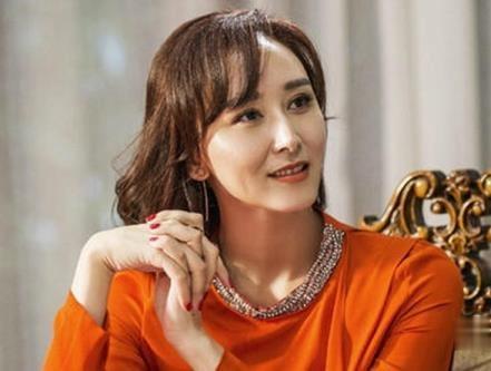 她嫁给马来西亚富豪,直言豪门规矩多,穿裙子不能露脚踝
