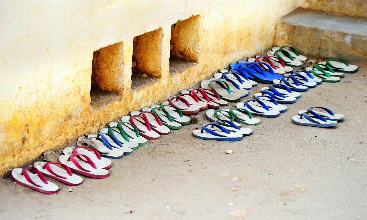 全球只穿拖鞋的国家:一双拖鞋就走遍天下,卖皮鞋能赚到钱吗?