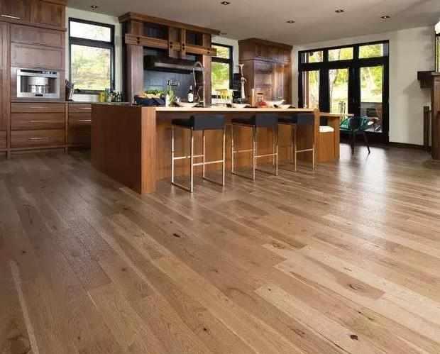 """地板到底应该选深色还是浅色?很多人弄错了,难怪显得""""掉档次"""""""