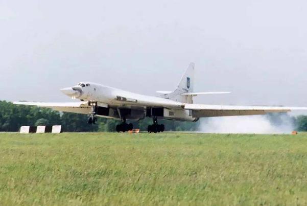 乌克兰拆飞机卖零件,没能把握机会变成强国,吃空家底面临危机