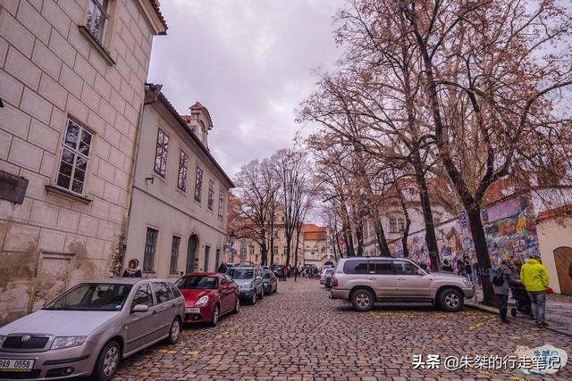 散落在布拉格的三座雕塑:一座少儿不宜,一座高科技,一座很吓人