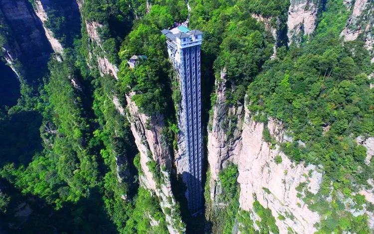 悬崖边上的电梯,5小时路程现只需1小时,是世界最高户外电梯