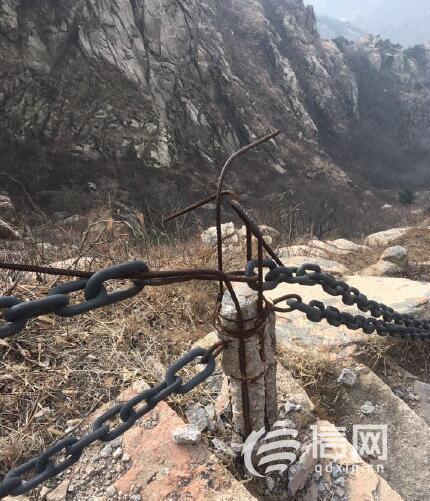 登山铁链扶手断裂 小珠山景区竟用铁丝捆绑