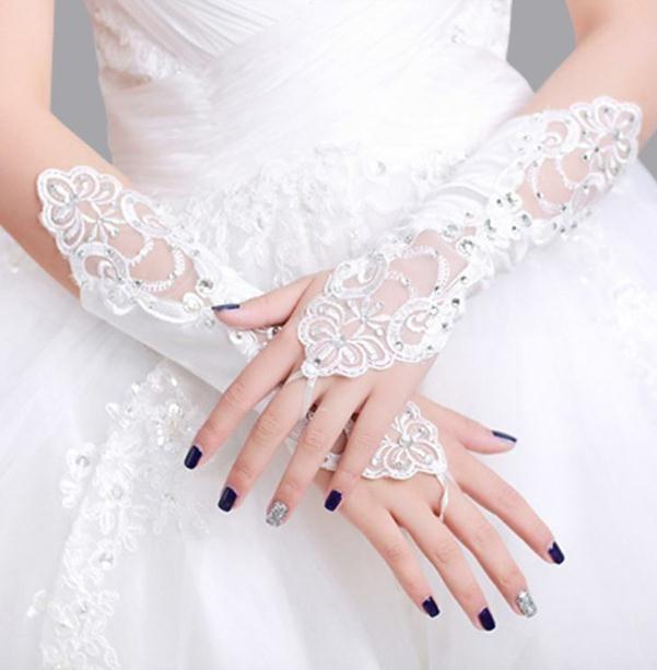 心理测试:你最喜欢哪个婚纱手套,测试别人眼中的你是什么样的!