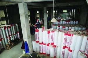南昌新建区一涂料厂无证无照生产 警察来了也不让查