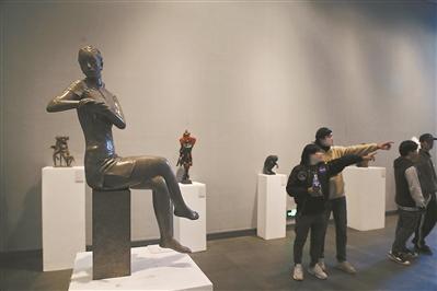 来大学城看学院派雕塑
