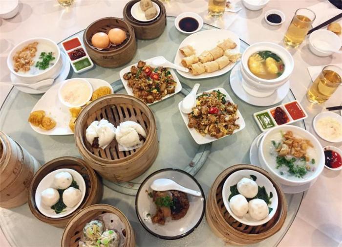"""""""你觉得中国人的饮食礼仪怎么样?""""瞧瞧外国网民怎么说!"""