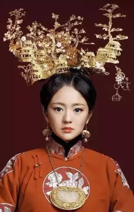 古装剧中的奇葩头饰,关晓彤顶缝纫机,袁姗姗戴蛇翎,她是股清流