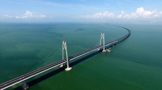 世界上惊险的大桥,光设计就花10年时间,比埃菲尔铁塔还高