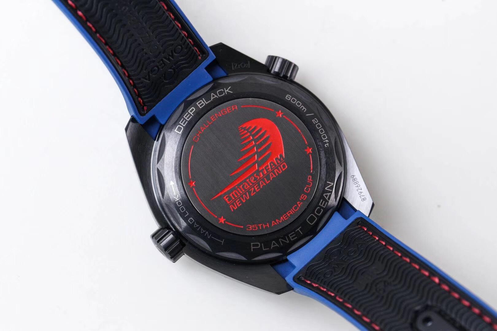 Siri说表112635110欧米茄全陶瓷壳深海之黑内圈半红半蓝