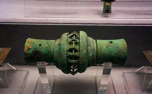 """古墓出土3000年前""""高科技""""文物,像汽车配件,专家无法解释"""