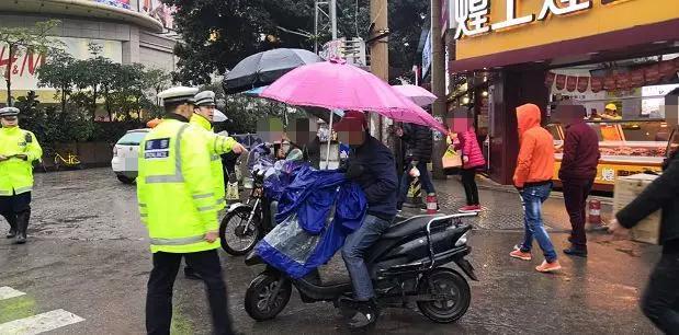 电车安装有这样东西的赶紧拆!不少南宁骑手都被交警罚了!