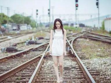 为博关注,织金15岁少女在铁轨上玩自拍!结果,铁警找上门来了……