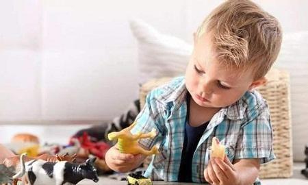 3岁以下的宝宝,从小看不看电视长大后差别很大,父母别不在意
