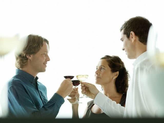 """啤酒、白酒、红酒,哪种对肝脏""""伤害""""最小?看完以后别乱喝了"""