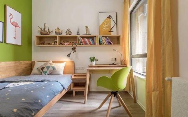 家里的墙面刷成香槟色,再配上木质家具,效果还真不赖!