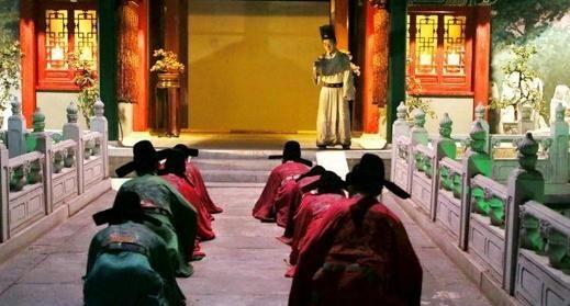 清朝礼仪,官员上朝并不喊万岁,而是喊这个,别再被电视剧骗了