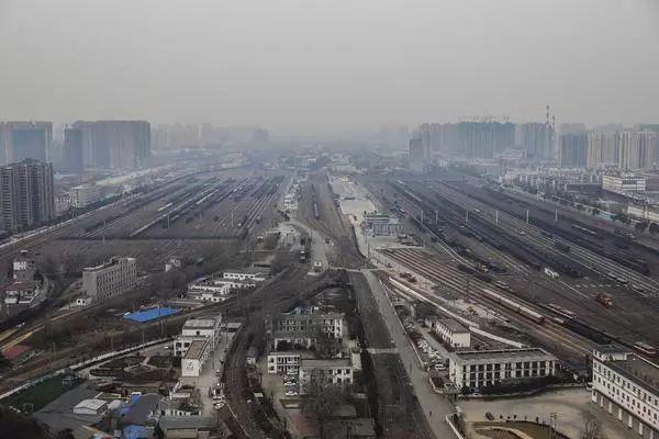 【最河南】郑州农业路大桥建设者乔晓光:每天走几万步抓安全,确保不让一粒焊花落到桥下