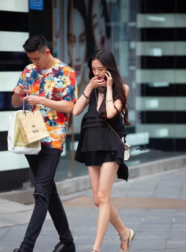 包臀裙搭配高跟鞋,秀出女性优雅魅力的气质