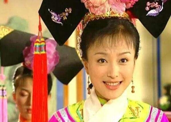 秦岚亮相跨年夜,歌声气质惊艳众人,最吸睛的却是70多万的首饰!