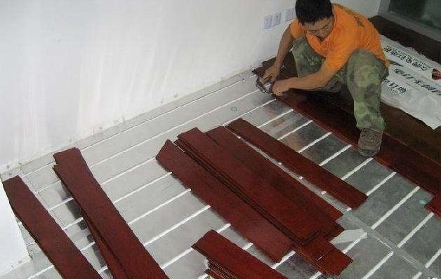 为啥地暖更适合装瓷砖,而不是木地板?看完这个你就明白了