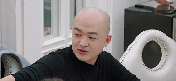 包贝尔看到袁姗姗沙发上的东西后,节目组赶紧打马赛克,是什么!