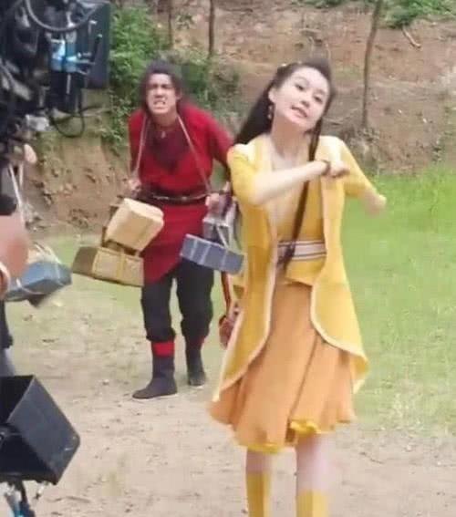 赵本山女儿的机械演技,你看得上吗?