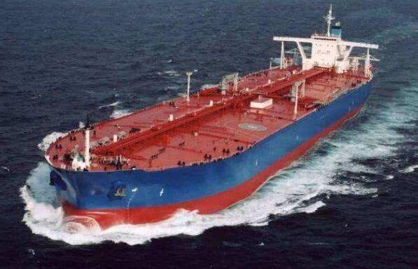 美航母堵截石油出口通道,亚洲大国伸出援手,伊朗送出战略港口