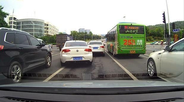 """国内很多车主都安装""""行车记录仪"""",为什么欧美国家却明令禁止?"""