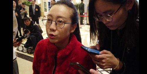 市政协委员刘岩:关注中小学生桌椅高度