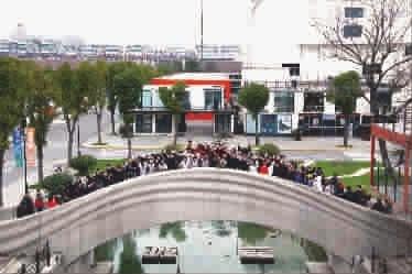 宝山落成世界最大规模混凝土3D打印步行桥