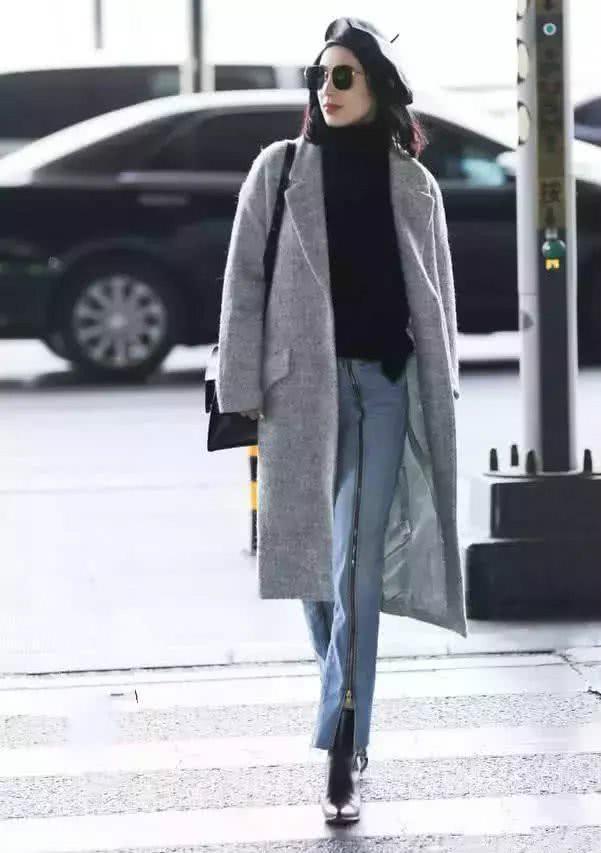 """""""拉链牛仔裤""""很有女神范,配上大衣气场很强!黄圣依机场现身!"""