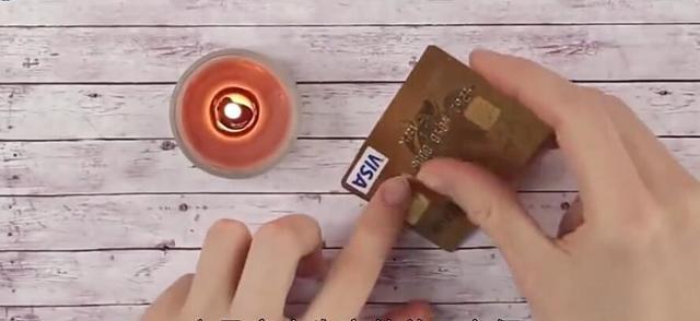 废弃银行卡不要扔,用打火机烧一烧,立马变废为宝