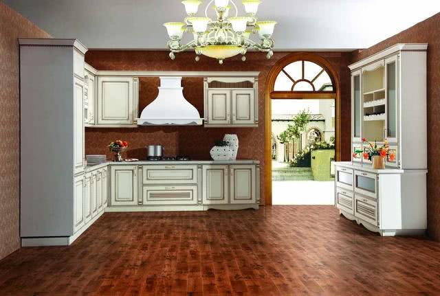 家里别再铺木地板了,现在聪明人都用它来代替,好看又耐用