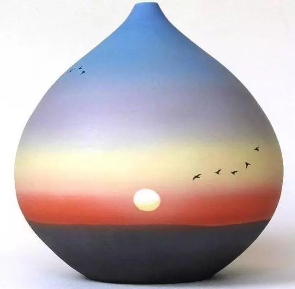 心理测试:选择一个创意彩绘陶瓷瓶,测出你最近的感情状况如何?