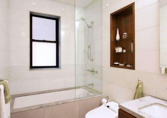 为什么日本卫生间喜欢贴木地板,而国内却贴瓷砖
