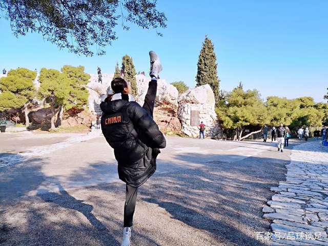 中国撑杆跳女神逆天一字马,代价是拉链坏了,网友:裤子没嚓就好