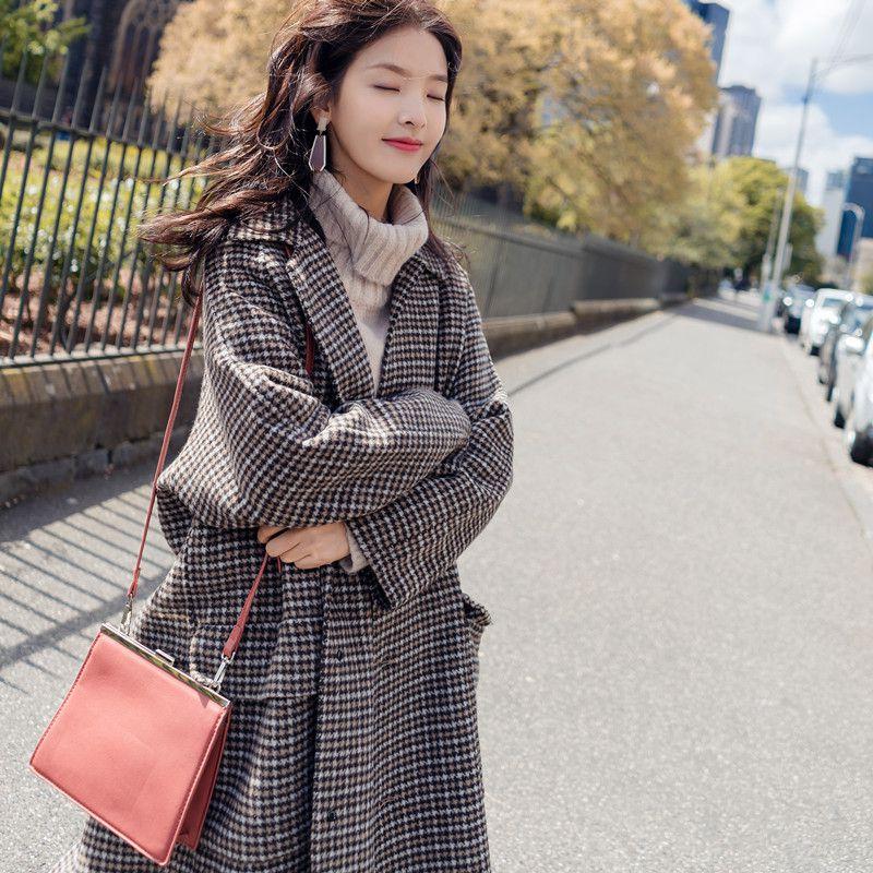 精致女人都这样穿:赫本大衣+羊绒衫,出门格外迷人