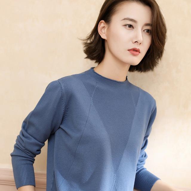 如今羊绒衫正流行,精致保暖超洋气