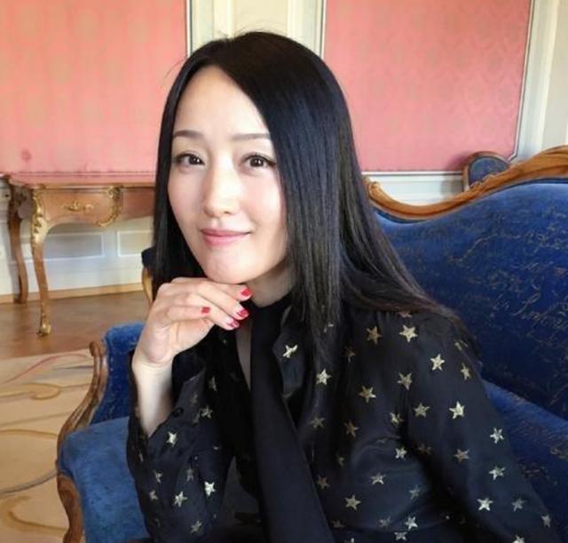 带你看看杨钰莹的豪宅:全屋石膏线装饰,装修花费至少过千万