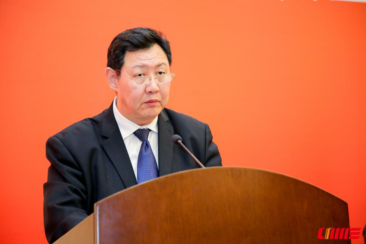 10月25日,中国农业机械流通协会第七次会员代表大会暨第七届一次理事会在武汉举行,会议选举产生了以毛洪为会长的新一届理事会。中国物流与采购联合会党委副书记兼纪委书记余平同志出席会议,代表中物联和中物联党委发表讲话。余平对毛洪的当选表示热烈地祝贺,并讲了三点意见:一是充分认识做好农机流通工作的重要意义,二是充分肯定中国农业机械流通协会取得的成绩,三是充分发挥中国农业机械流通协会的引领作用,特别是要做好政治引领、理念引领、典型引领和创新引领。最后余平希望在中国农业机械流通协会新一届理事会领导下,通过扎实工作,进一步增强协会凝聚力、号召力、战斗力、影响力,推动行业和舟共济,共克时艰,发展出现新局面。