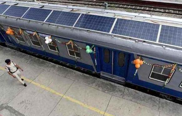 印度首发太阳能火车, 声称已赶超我国高铁, 驴友: 体验下就知道!