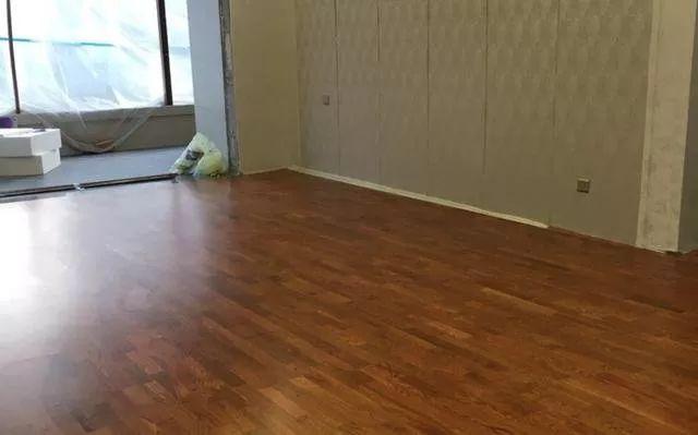 为什么精明人都在瓷砖上直接铺木地板?原来是这样