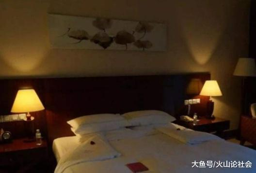 住酒店, 如果在灯泡中看到这个, 可以立刻报警, 你有注意过吗?