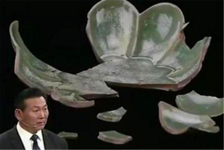 大叔带几块陶瓷碎片前来,觉得值一万就不少,专家:你瞧不起谁?