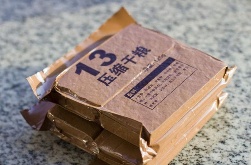 """市面上的""""压缩饼干"""",能当零食吃吗?看完原料,总算知道了"""
