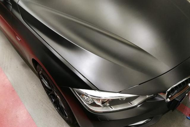 宝马320i陶瓷黑汽车改色贴膜效果图 黑化太美了!