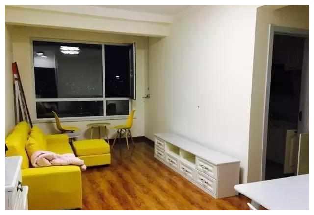 木地板配大白墙,搭配出新时尚!