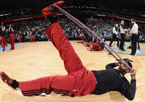 詹姆斯职业生涯从未受过大伤,12年瑜伽练习铸造钢筋铁骨!